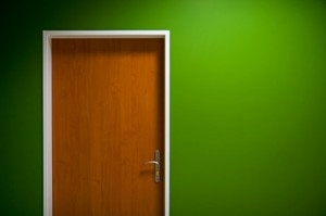 zielone-ściany-i-materiały-obraz-drzwi_38-7158